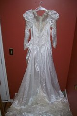 wedding gown !!! reduced in Pleasant View, Tennessee