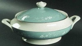 Royal Doulton service for 9 and serving pieces in Cherry Point, North Carolina