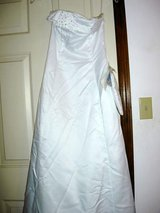 White Prom Dress 4p in Moody AFB, Georgia